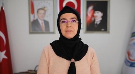 28 Şubat mağduru, Türkiyenin ilk başörtülü başkanı, iki dönemdir hizmet ediyor