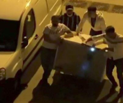 Scooter ile buzdolabı taşıdılar