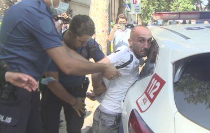 Bağımlı genç Beşiktaş'ı birbirine kattı… Önce annesine sonra polisin silahına saldırdı!