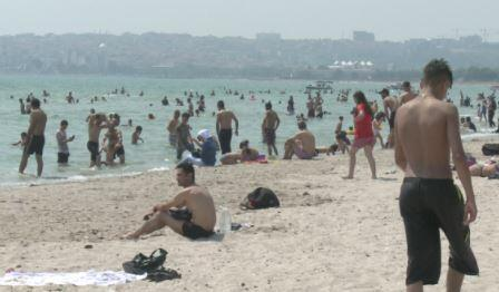 Menekşe Plajı doldu taştı